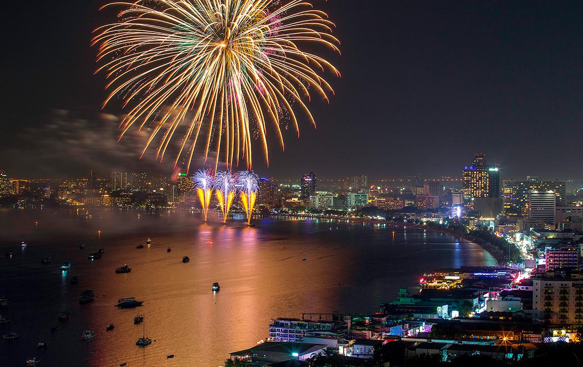 Россия в параде международного фестиваля фейерверков