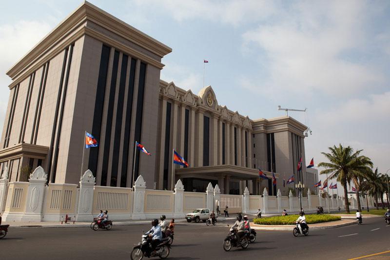 Делегация КПК по ознакомлению иностранной общественности с духом 19-го съезда КПК посетила Камбоджу