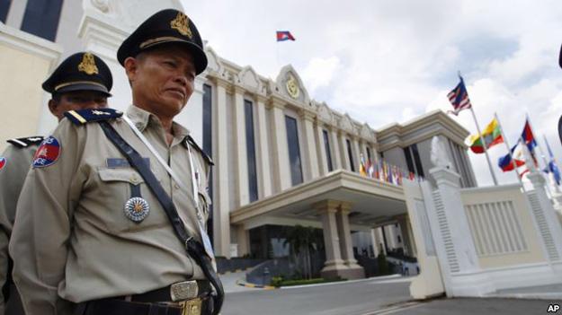 В Камбодже выдали ордер на арест оппозиционных политиков