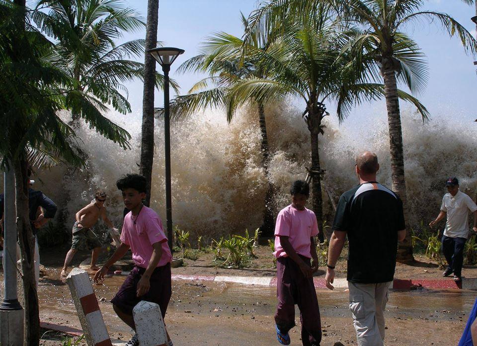 Цунами - 26.12.2004 года ( помним, скорбим )