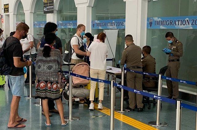 Застрявшие в Таиланде россияне о трудностях на курорте