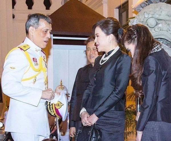 В Таиланде оппозиция выдвинула кандидатом в премьеры сестру короля