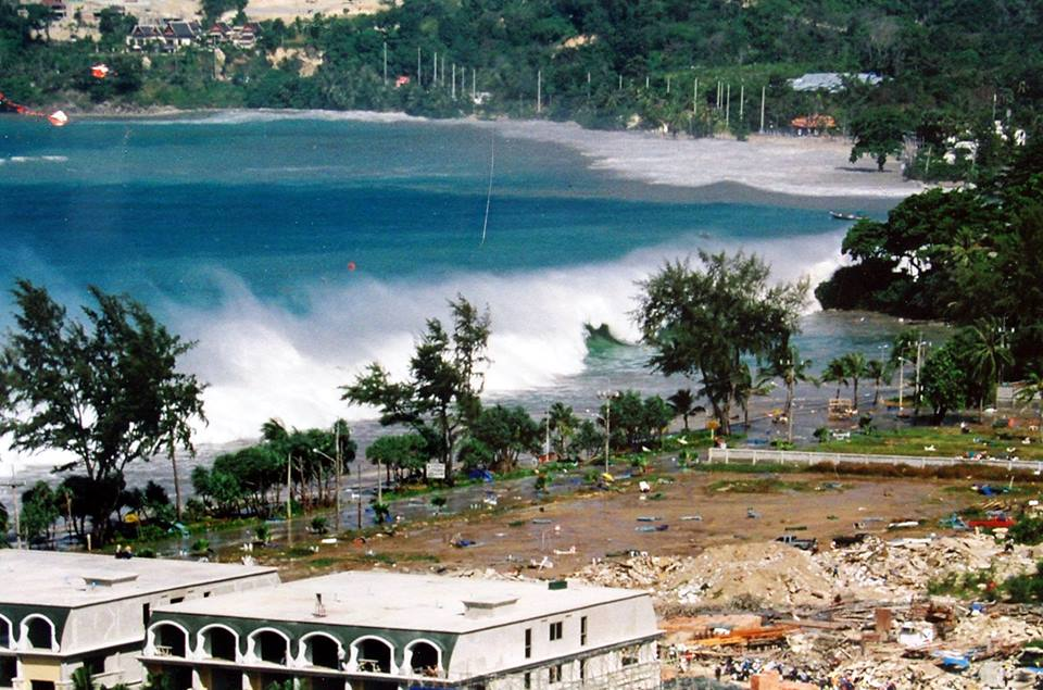 Patong Beach Tsunami Raw Video (2004)