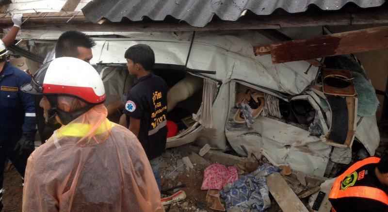 Минивэн разбился на виза-ране, погибли 3 человека, 7 ранены
