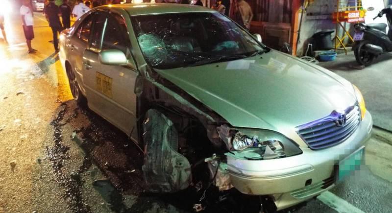 Мотоциклист погиб в ночной аварии у полицейского участка в Чернг-Талей