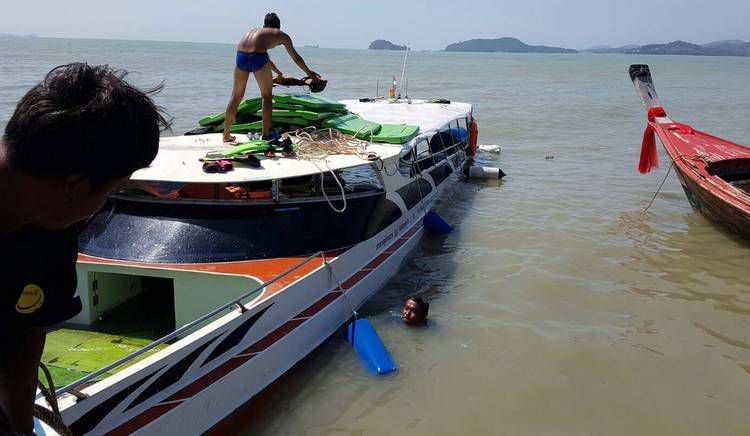 Катер Al Ja Sira 1001 с 44 туристами на борту врезался в бетонный блок в 500 м от пирса и затонул утром 18 февраля.Пассажиры и члены команды Al Ja Sira 1001 были подобраны другим судном
