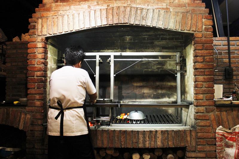 Стейк в стиле гаучо в Asado Gaucho Grill