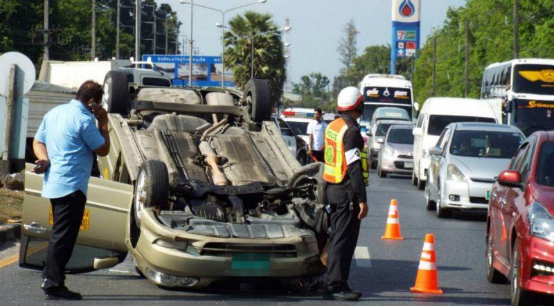 Авария неподалеку от магазина Khun Mae Chu . В момент ДТП таксист находился в салоне автомобиля один. По словам Пияпат Сэонг его подрезал хэтчбек Honda Jazz