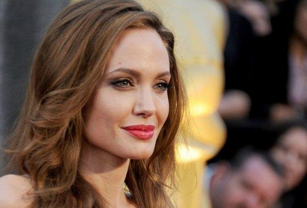 Житель Камбоджи предъявил права на ребенка, усыновленного Анджелиной Джоли