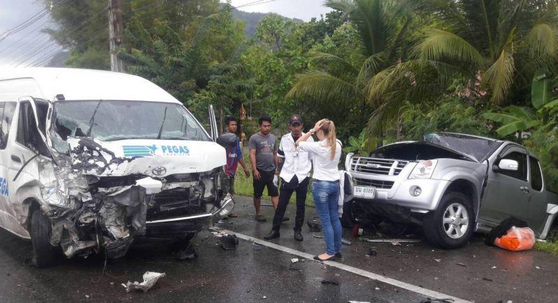 Авария в провинции Пханг-Нга. Водитель потерял контроль над минивэном, микроавтобус столкнулся с двумя другими транспортными средствами.   Один гражданин Таиланда погиб