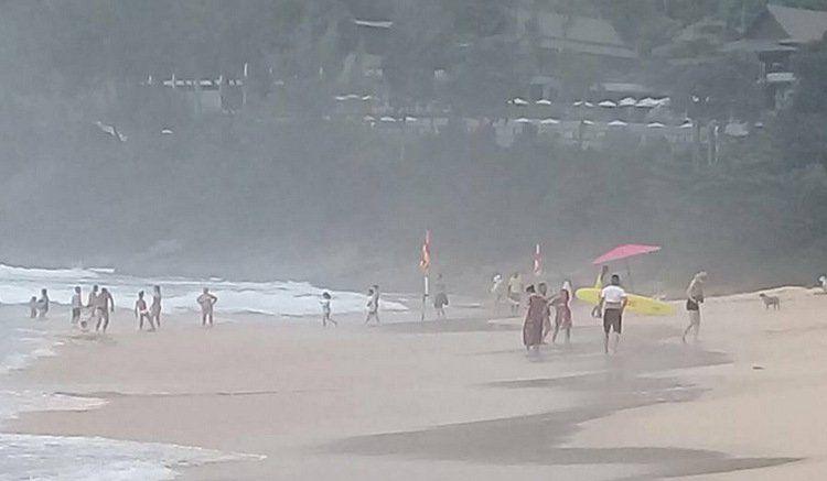 Утром 6 июня на пляжах Най-Янг и Найтон были установлены красные флаги, вдоль некоторых частей пляжной линии были натянуты веревки с флажками.