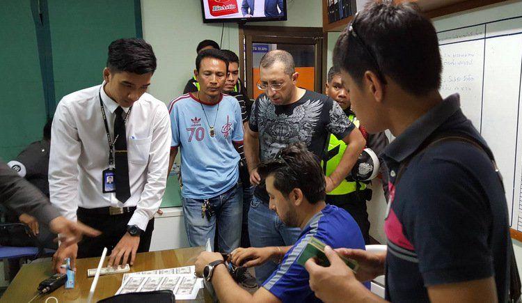 Полиция задержала иностранца при попытке обменять поддельные доллары США на тайские баты в Раваи