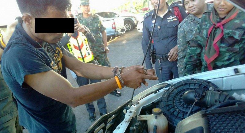 Полиция Пхукета перехватила направлявшуюся на остров крупную партию метамфетамина. Добычей правоохранителей стали более 4000 таблеток, расфасованных в пакеты по 20 штук и спрятанные под капотом и под обшивкой водительской двери белого пикапа Toyota