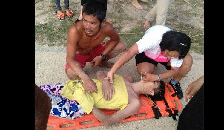 Два туриста из Китая попали в отбойное течение на Най-Харне.  Пляжные спасатели Пхукета в очередной раз обратились к туристам с призывом не забывать, о том что море может быть крайне опасно в сезон муссона