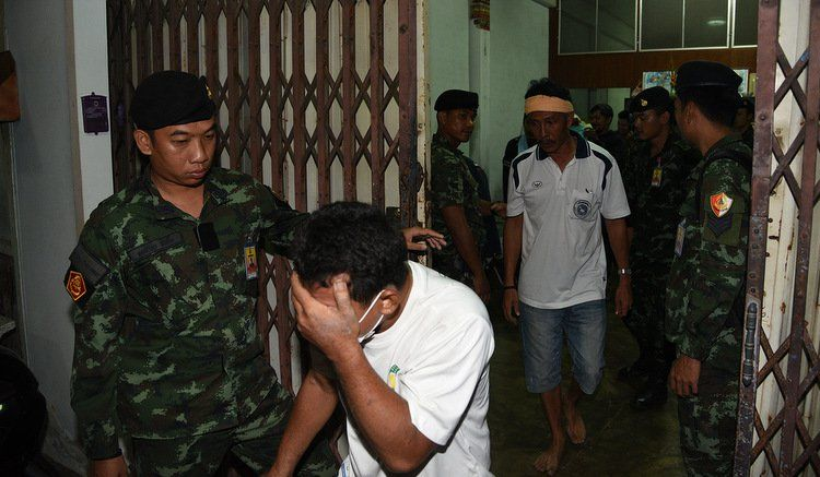 Полиция Пхукет-Тауна при поддержке военнослужащих 25-го пехотного полка провела ночной рейд в районе ТЦ Robinson и ликвидировала нелегальный игорный притон