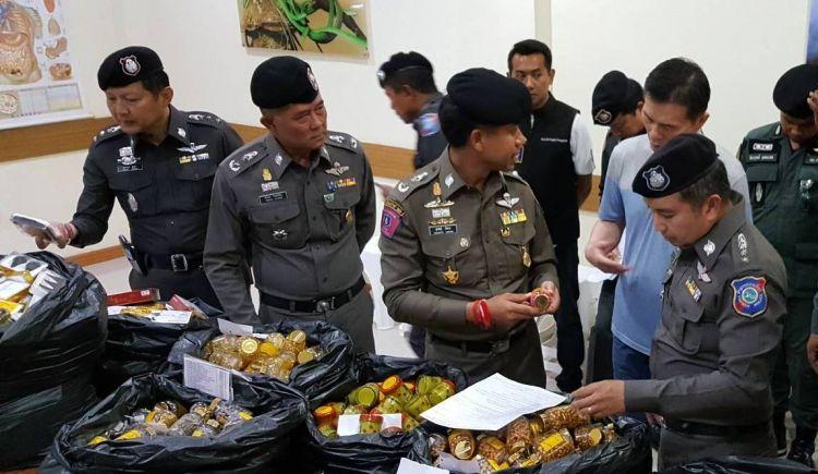 Полиция провела рейд по магазинам с туристической продукцией  В ходе операции 20 сентября правоохранительные органы изъяли предназначенной для туристов продукции на сумму свыше 10 млн бат.