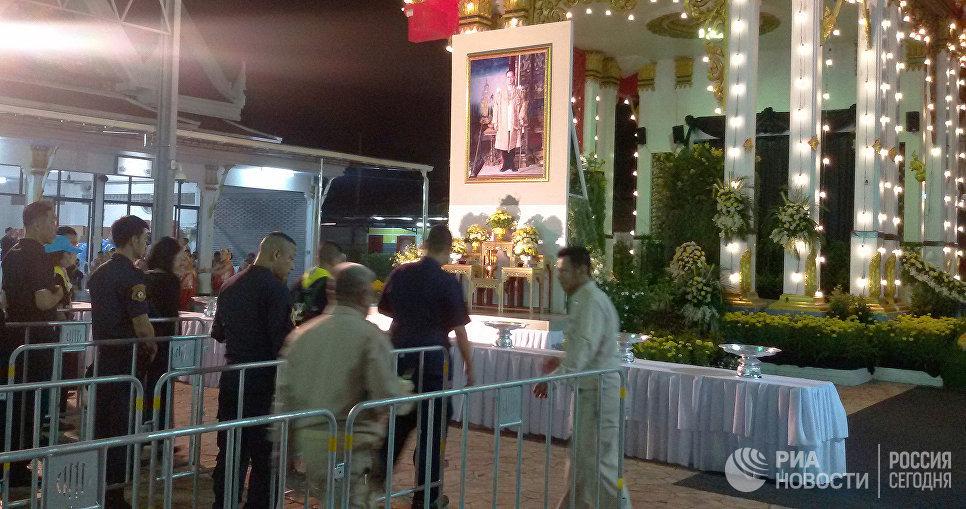 Видео: В Бангкоке завершилось прощание с покойным королем Таиланда