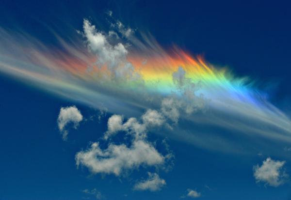 Удивительное природное явление «огненную радугу» в Таиланде очевидцам удалось зафиксировать на видео. По словам людей, это было невероятное зрелище