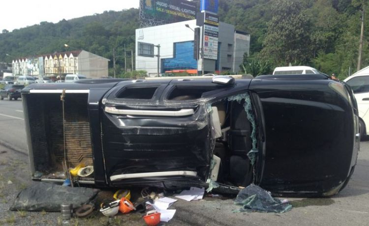 Один человек погиб и семеро пострадали в результате дорожной аварии на шоссе Bypass Rd. около 8:20 утра 15 ноября