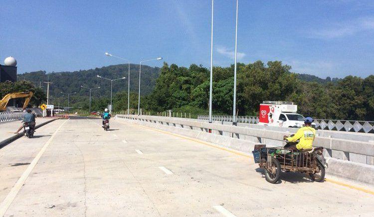 Компания Ratchintin Co Ltd объявила об официальном открытии моста через озеро и объездной дороги у магазина беспошлинной торговли King Power на шоссе Chao Fa West Rd. в Вичите