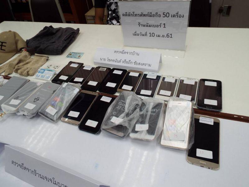 Полиция задержала одного из двух мужчин, обокравших салон сотовой связи в Рассаде на прошлой неделе. Второй подозреваемый по-прежнему находится в розыске, личность его установлена