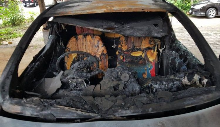 Жителя Пхукета разыскивают за поджог машины бывшей партнерши. Хозяйка машины заявила правоохранителям, что машину мог поджечь ее бывший партнер, с которым она рассталась