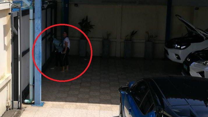 Фото: Полиция Таланга задержала местного жителя Монтри Прамайсури, который в порыве ревности приковал к себе подругу цепью и не позволял ей уйти. При этом задержан мужчина был не за насильственное лишение человека свободы, а за хранение оружия