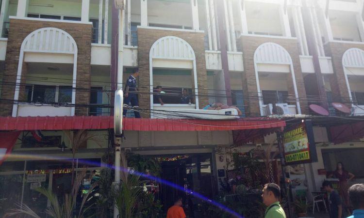 Двум туристам из Эстонии предъявили обвинения в нарушении общественного порядка в пьяном виде, после того как они решили поспать на козырьке отеля, куда выбрались через балкон своего номера