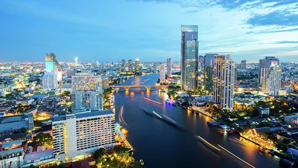 В туристическом районе Бангкока арестовали продавцов веселящего газа