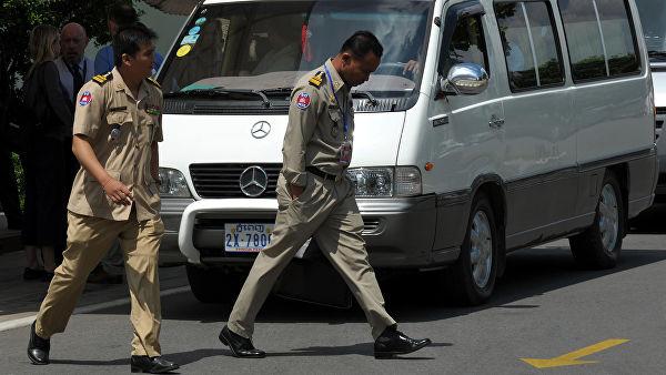 Полиция Камбоджи заставила британских туристов писать письмо с извинениями