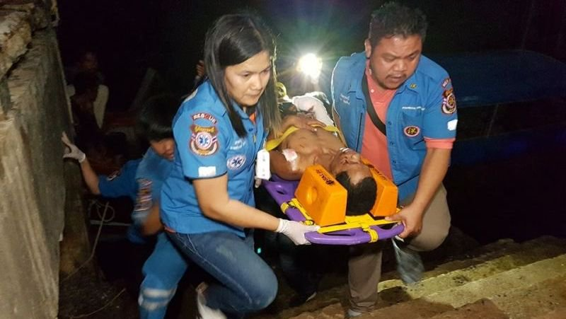 Двое рыбаков из Краби были госпитализированы после срабатывания взрывного устройства у входа в одну из пещер на небольшом острове Лао-Дуа в заливе Пханг-Нга. Полиция полагает, что бомба была установлена, чтобы защитить бизнес по сбору птичьих гнезд
