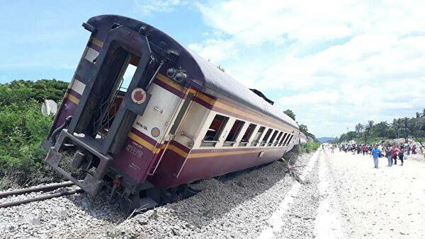 В Таиланде поезд сошел с рельсов