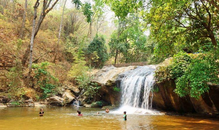Из-за дождей в Таиланде закрыли еще два водопада