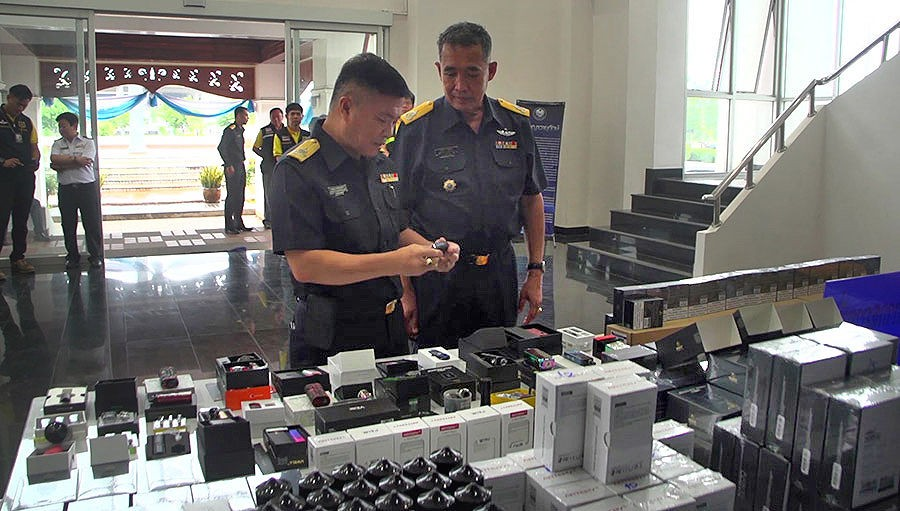 На границе Таиланда изъяли партию электронных сигарет на 11,25 млн батов