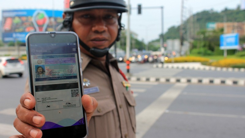Полиция Пхукета не будет больше изымать водительские права на месте