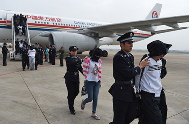 Камбоджа выдала Китаю 233 телефонных мошенника