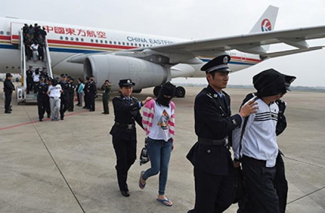 Камбоджа экстрадировала 74 граждан КНР, подозреваемых в мошенничестве