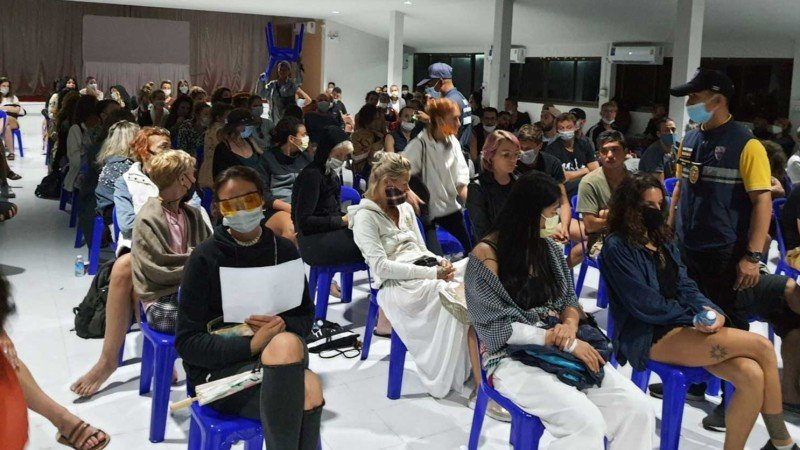 На Пхангане арестованы более 100 человек за нарушение требований по защите от коронавируса