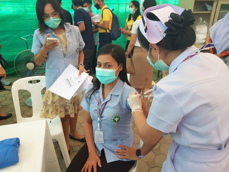 На Пхукете началась вакцинация от COVID-19