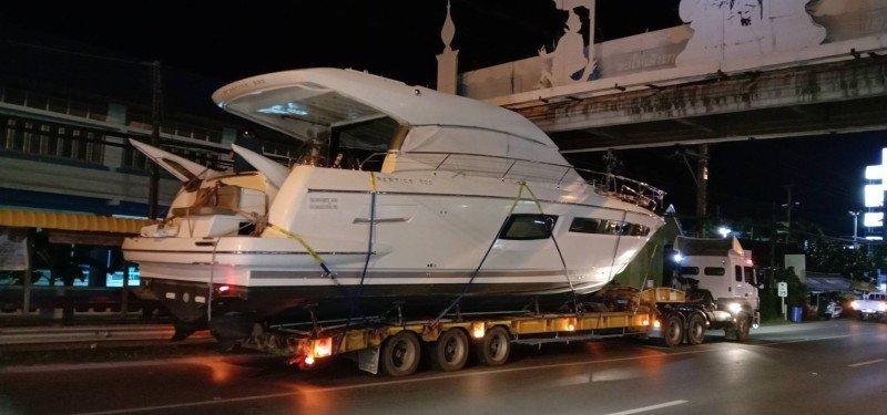 Пхукетские пешеходные мосты не дали доставить яхту с Пхукета на Самуи