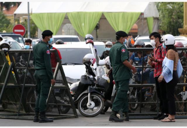 В Камбодже задержали продававших фальшивые справки о вакцинации