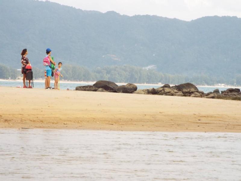 В районе пляжа Лайан замечен крокодил