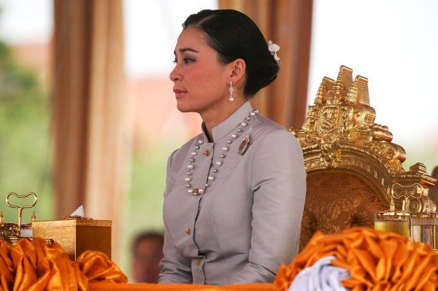 В Таиланде день рождения королевы Сутхиды объявлен национальным праздником