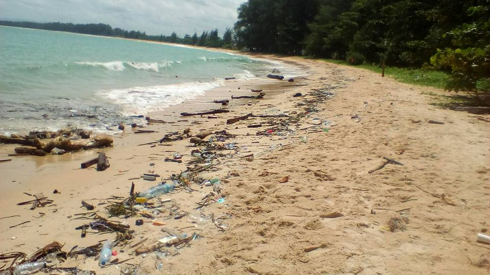 Today Nai Yang Beach have so much trash on the beach
