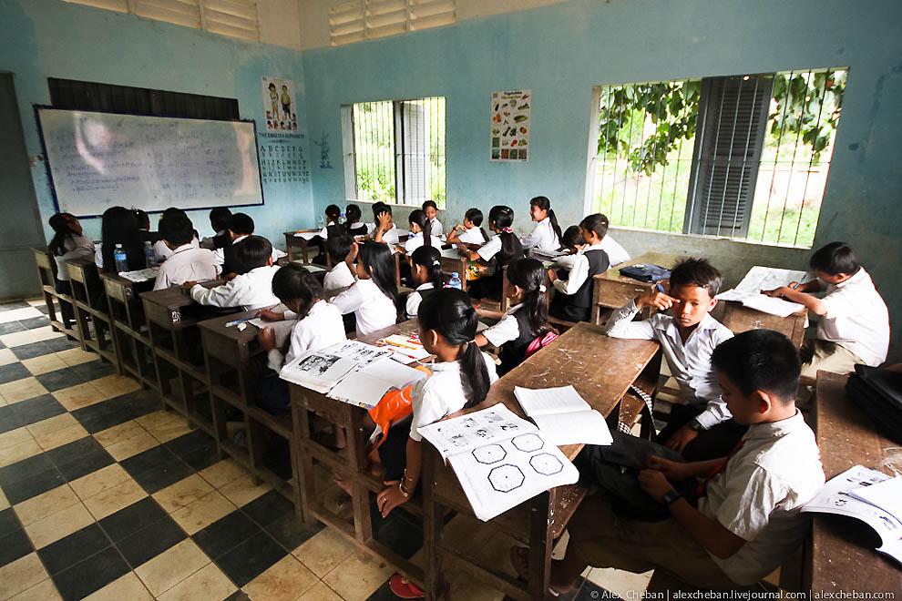 Более 110 школ закрыли в Камбодже из-за угрозы коронавируса