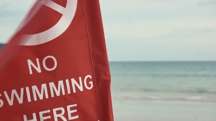 На пляжах Таиланда установлены красные флаги