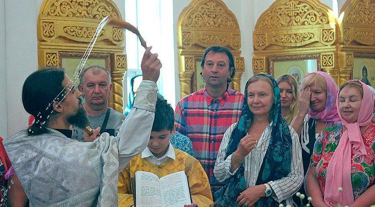 Вера в стране кхмеров: иерей Роман Постников помогает жителям Камбоджи понять православие