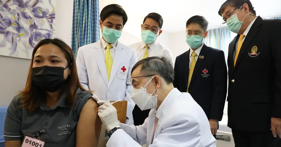 Три вакцины Таиланда проходят тестирование на людях