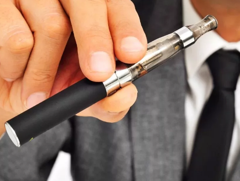 Таиланд просит туроператоров предупреждать клиентов о запрете на электронные сигареты