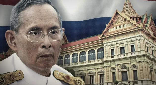 Останки короля Таиланда Пумипона Адульядета после кремации поместили в ритуальные урны